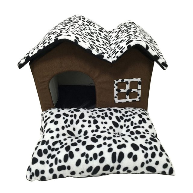 Lovely Spacious Warm Cushioned House for Pets